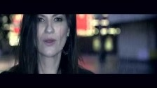 Laura Pausini 'Se fue' music video