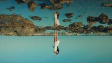 Levante 'Lo stretto necessario' music video
