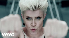 Robyn 'Dancing On My Own' music video
