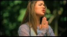 Myra 'Siempre Hay Milagros' music video