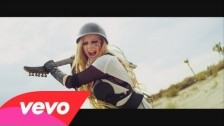 Avril Lavigne 'Rock N Roll' music video