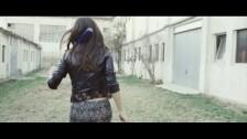 Xana Blue 'Lluitaré Fins al Final' music video