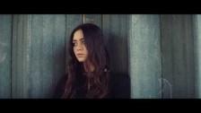 Jasmine Thompson 'Old Friends' music video
