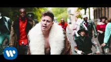 Shade 'Bene Ma Non Benissimo' music video