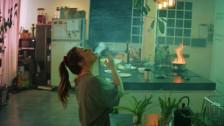 Fanny Bloom 'Jaser jaser' music video