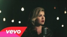 Kelly Clarkson 'Wrapped in Red' music video