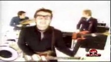 Elvis Costello & The Attractions 'Radio Radio' music video