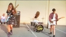 The Courtneys 'Silver Velvet' music video