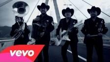 Calibre 50 'El Inmigrante' music video