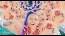 Holiday Mountain 'Cómo Te Llamas' music video