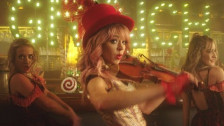 Lindsey Stirling 'You're A Mean One, Mr. Grinch' music video