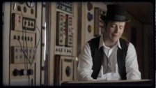 Raphael Gualazzi 'Love Goes Down Slow' music video