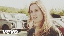 Maaike Ouboter 'Anders' music video