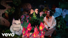 Benee 'Glitter' music video