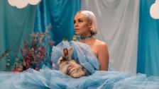 Ruby Grace 'Glitter' music video