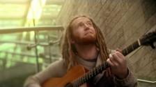 Newton Faulkner 'Clouds' music video