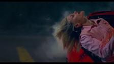 Lolo Zouaï 'Challenge' music video