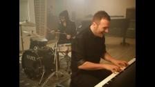 Raphael Gualazzi 'Liberi o no' music video