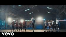 PRETTYMUCH 'Me Necesita' music video