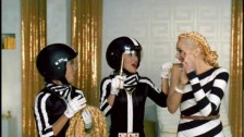 Gwen Stefani 'The Sweet Escape' music video