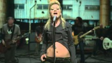 Kelly Clarkson 'Walk Away' music video