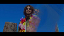 Cyrus Yung 'Rockin' in LA' music video