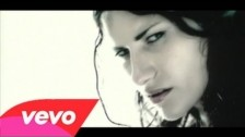 Laura Pausini 'Emergencia De Amor' music video
