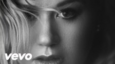 Kelly Clarkson 'Piece by Piece' music video