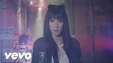 Baby K 'Chiudo gli occhi e salto' music video