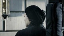 Ricardo Arjona 'Mi Novia Se Me Está Poniendo Vieja' music video