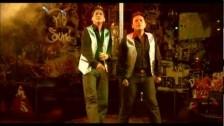 Banda Los Recoditos 'Ando Bien Pedo' music video