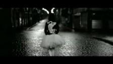 Belinda 'Luz Sin Gravedad' music video