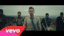 Kaiser Chiefs 'Coming Home' music video