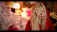 Nina Nesbitt 'Boy' music video
