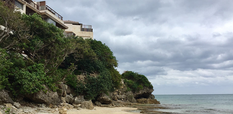 Hyakuna Garan is a tranquil, cliffside ryokan on Okinawa