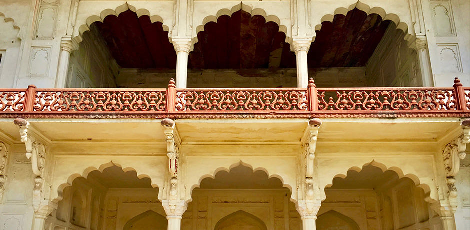 A UNESCO World Heritage Site, Agra Fort is considered one of the most spectacular Mughal forts in India