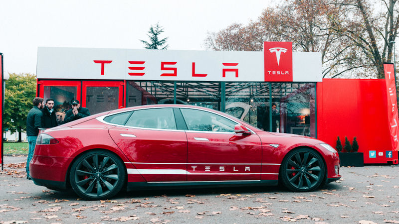 Tesla Inc (TSLA) Stock Falls 7.75%: How Does it Score?