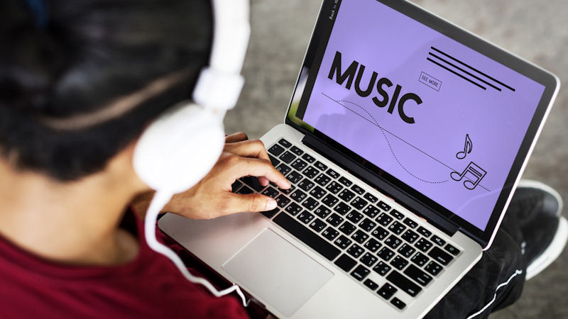 Tencent Music Entertainment (TME) Stock Falls 6.3%; How Does It Score?