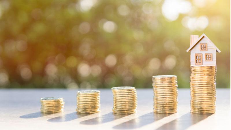 Should You Buy Ashford Hospitality Trust, Inc. (AHT) Stock on Monday?