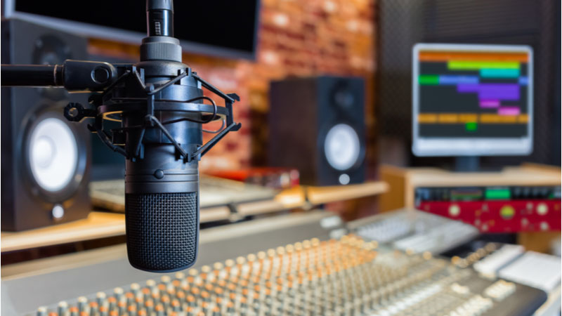 Is Warner Music Group Corp (WMG) Stock at the Top of the Entertainment Industry?