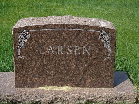 LARSEN, FAMILY MONUMENT - Clay County, Iowa | FAMILY MONUMENT LARSEN