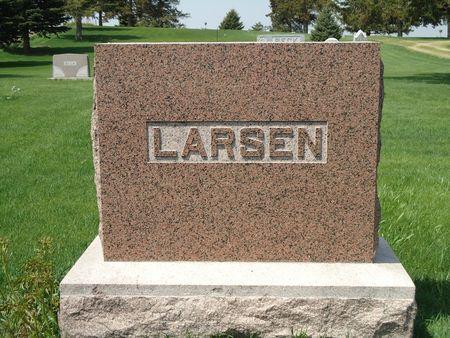 LARSEN, FAMILY MONUMENT - Clay County, Iowa   FAMILY MONUMENT LARSEN
