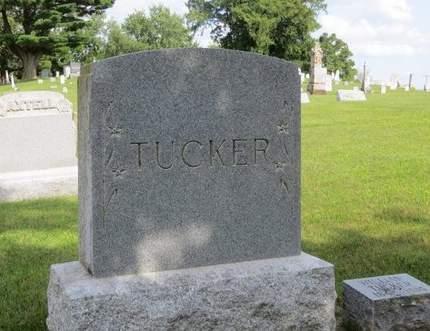 TUCKER, FAMILY MONUMENT - Clayton County, Iowa | FAMILY MONUMENT TUCKER