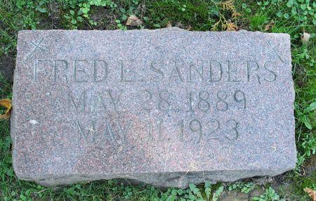SANDERS, FRED E - Dubuque County, Iowa   FRED E SANDERS