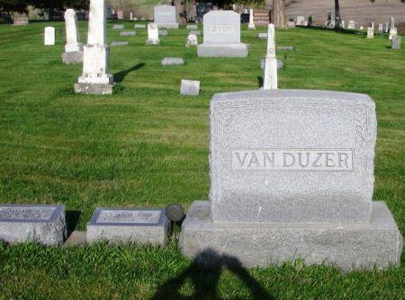 VAN DUZER, JOHN E. FAMILY STONE - Guthrie County, Iowa   JOHN E. FAMILY STONE VAN DUZER