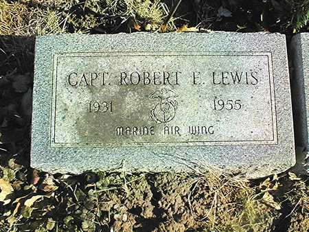 LEWIS, CAPT. ROBERT E. - Muscatine County, Iowa | CAPT. ROBERT E. LEWIS