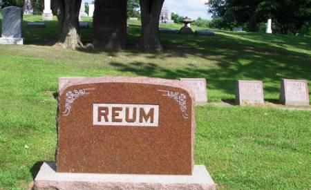 REUM, FRANK H. FAMILY STONE - Winneshiek County, Iowa | FRANK H. FAMILY STONE REUM