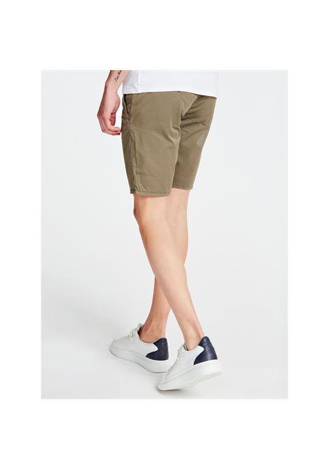 DANIEL SHORT GUESS | Pantaloni | M02D05WCRJ1G896