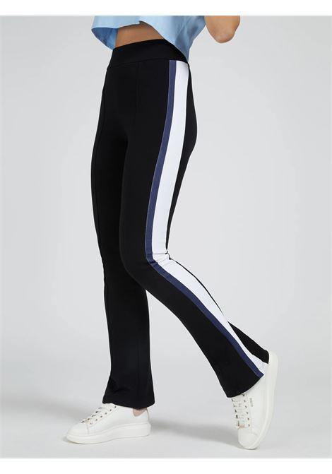 Pantaloni svasati con banda laterale GUESS ACTIWEAR | Pantalone | O1BA64 FL03SJBLK