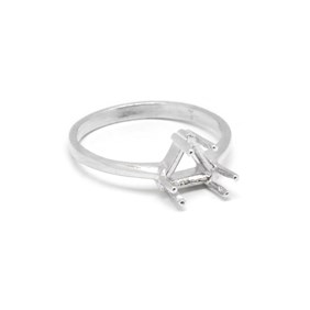 Sterling Silver Pre-Notched Ring For One 7mm Trillion or Triangular Faceted Stones
